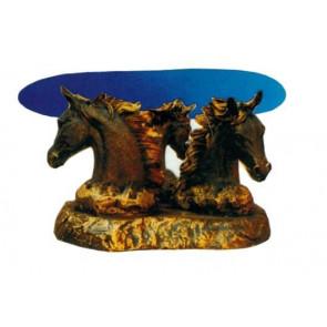 Glastisch mit Pferdeköpfen