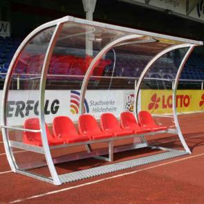 Spielerkabine Exclusiv 2,5 m 4 Sitze mit integriertem Schreibtisch mittig